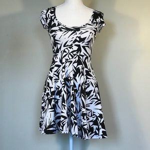 Aeropostale Dress shortsleeved black and white XS